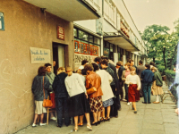 """Kiermasz książek ''na Skarpie"""", 1985 rok"""